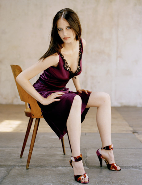 PImage ROME - JUNE 12: Actress Eva Green poses for a portrait shoot on June 12, 2003 in Rome. (Photo by Uli Weber/Exclusive by Getty Images)