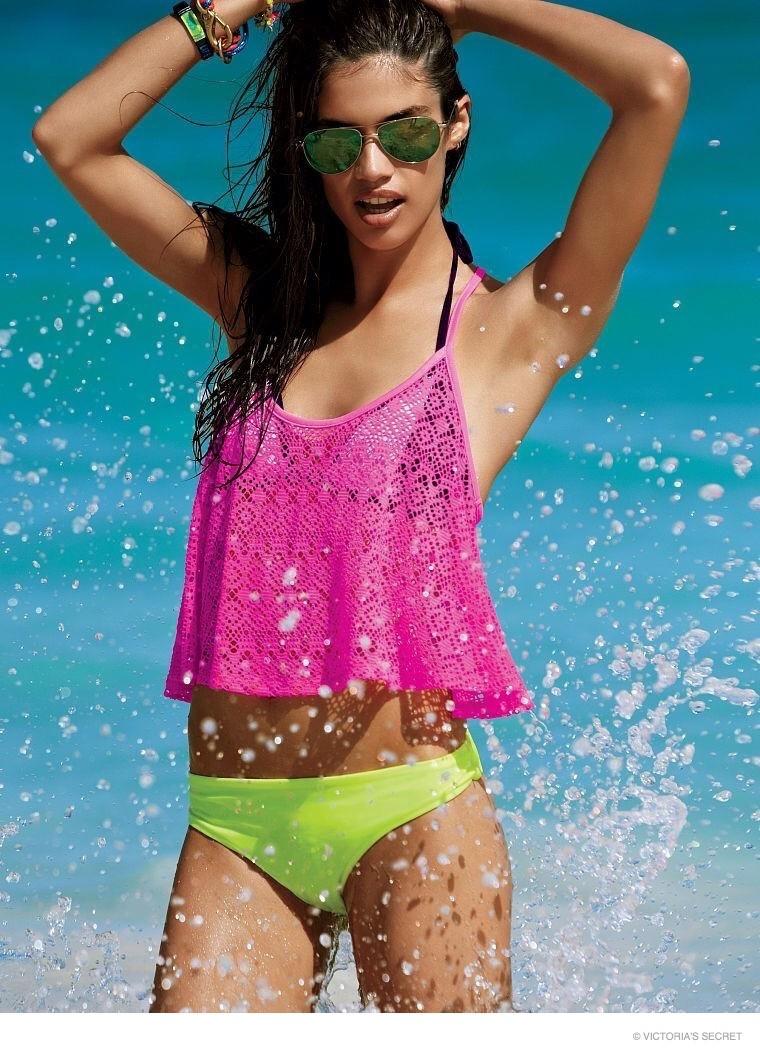 sara-sampaio-beach-vs-pink04
