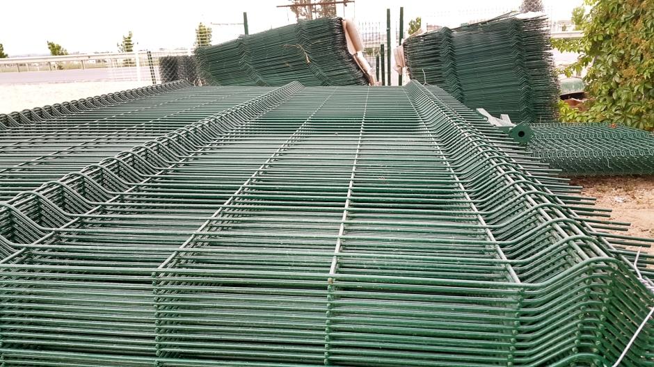 side-beton-direk-side-boru-direk-side-tel-cit-side-dekoratif-panel-cit-side-ferforje-kapi-side-korkuluk-side-tenis-kortu-side-futbo-sahasi-uygulamalari-1