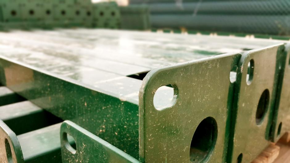 side-beton-direk-side-boru-direk-side-tel-cit-side-dekoratif-panel-cit-side-ferforje-kapi-side-korkuluk-side-tenis-kortu-side-futbo-sahasi-uygulamalari-4