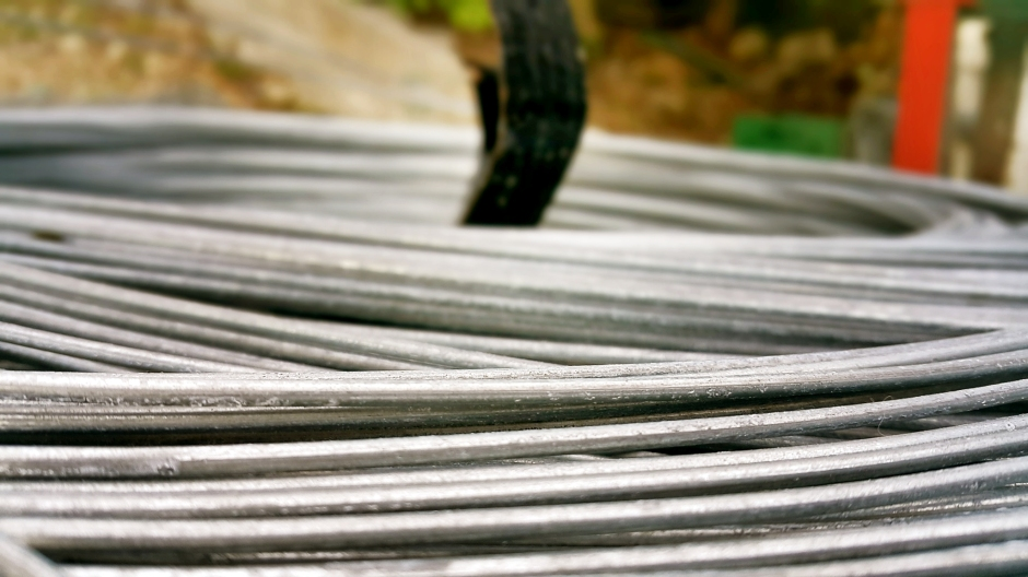 side-beton-direk-side-boru-direk-side-tel-cit-side-dekoratif-panel-cit-side-ferforje-kapi-side-korkuluk-side-tenis-kortu-side-futbo-sahasi-uygulamalari-5