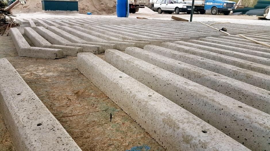 side-beton-direk-side-boru-direk-side-tel-cit-side-dekoratif-panel-cit-side-ferforje-kapi-side-korkuluk-side-tenis-kortu-side-futbo-sahasi-uygulamalari-8