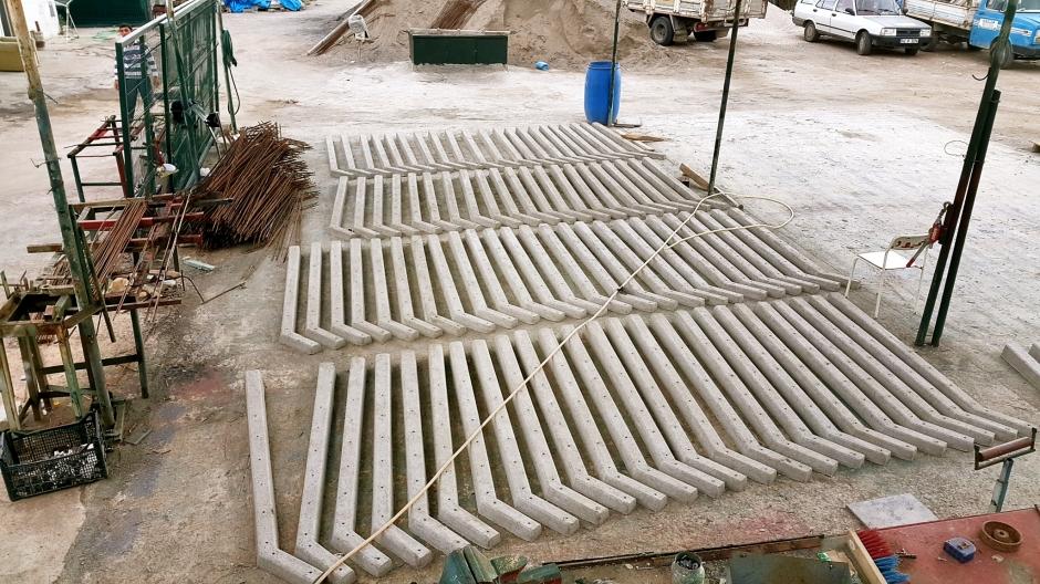 side-beton-direk-side-boru-direk-side-tel-cit-side-dekoratif-panel-cit-side-ferforje-kapi-side-korkuluk-side-tenis-kortu-side-futbo-sahasi-uygulamalari-9